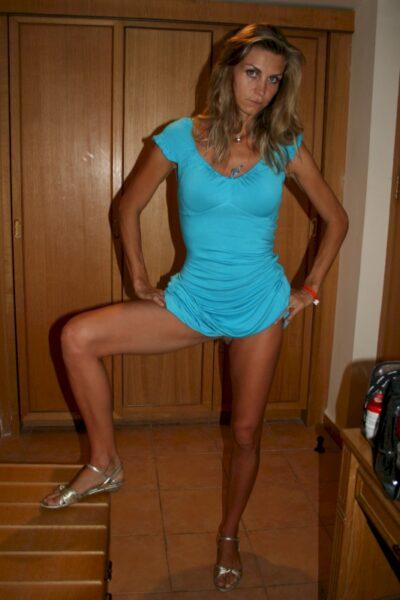 Femme cougar sexy domina pour gars qui est docile