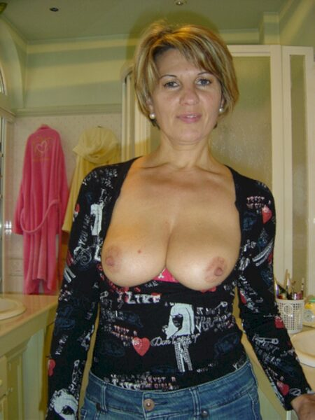 Femme mature coquine soumise pour gars qui aime soumettre de temps en temps dispo