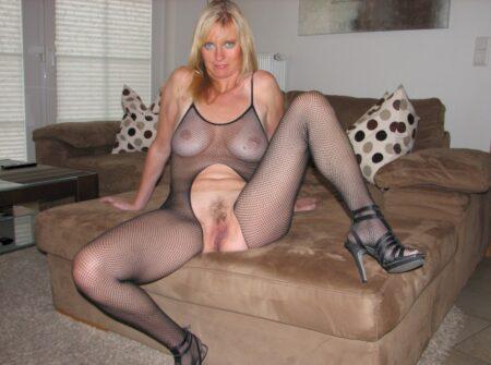 Femme mature dominatrice pour gars qui obéit