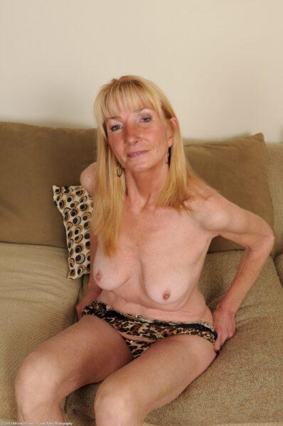 Très jolie femme cougar sexy qui a besoin d'un plan libertin